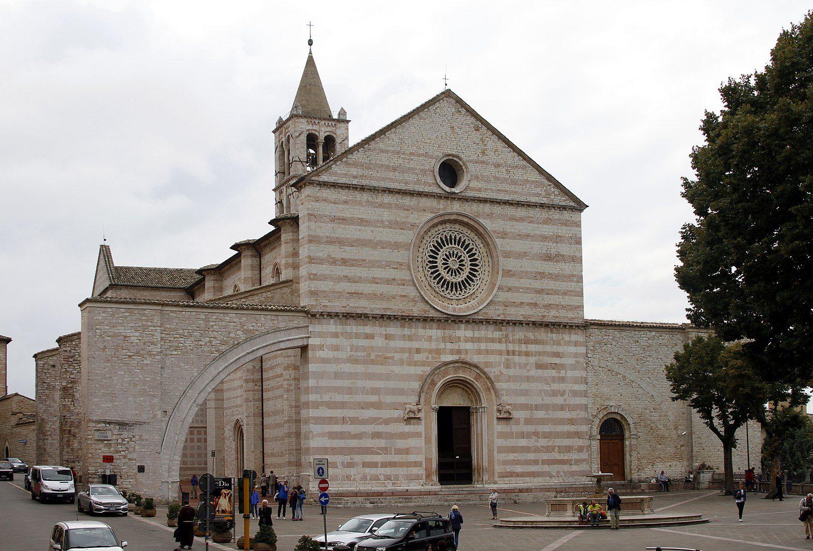 1600px-Santa_Chiara_-_Assisi_2016